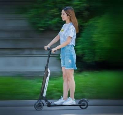 快輪 F0 超輕電動滑板車 大隻佬與小隻女孩的都市良伴