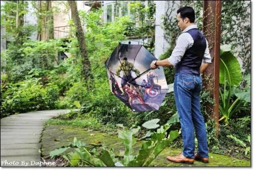一指開傘收傘 iAuto 復仇者聯盟限量三折電動傘 下雨天也要成為街頭焦點