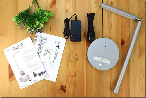 滑手機 看書必備 tLight S3 LED 檯燈手機充電座!