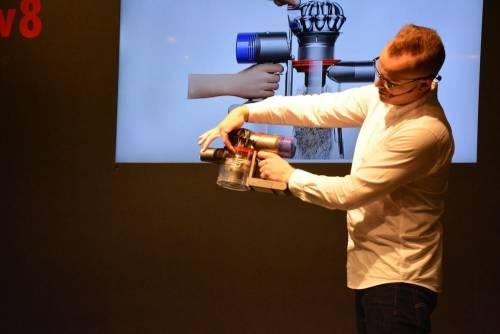 Dyson全新手持吸塵器 V8 更強更久更安靜上市