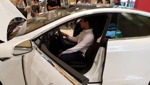 TESLA快閃店台北信義三越開幕 只到8月底