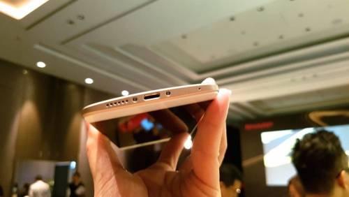 全台首支10核心全頻段手機 SHARP Z2亮相