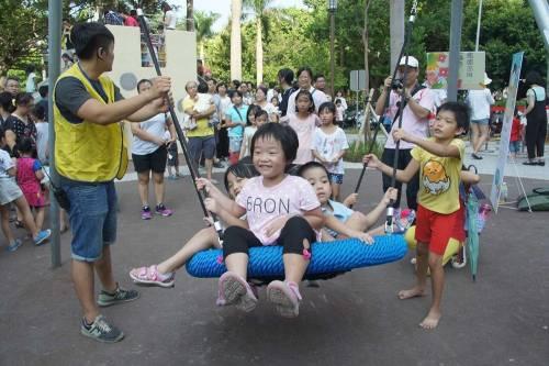 到底來了多少小朋友?新竹市的中央公園大改造活動,到晚上不靠寶可夢也能盛況空前!