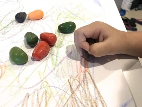 [育兒好物] 純天然美國Crayon Rocks酷蠟石 寶寶的畫畫好朋友
