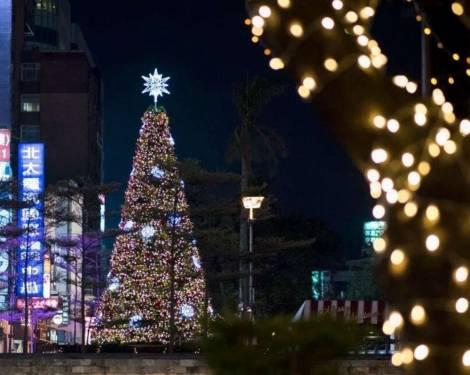 【好拍照】新竹市感恩季東門城聖誕點燈好漂亮!今年新竹東門城不一樣了