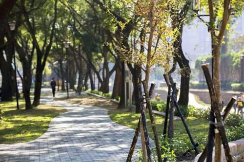 【大改造】新竹市護城河再造完成!護城河親子公園漂亮啟用,推著娃娃車都能下河岸
