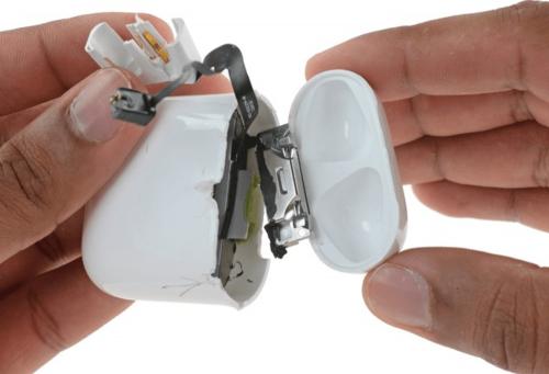 Apple AirPods拆解難易度極高 iFixit罕見給出不可能維修的評價