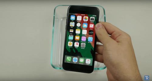 iPhone 7無極限 鐵磁流體與液態氮摧殘下還能正常開機