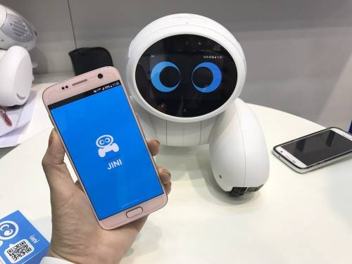 iJINI 機器人 透過IoT物聯網方式拉近與人類之間的距離