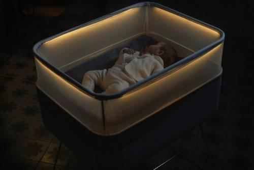 讓寶寶一夜好眠 福特汽車推出模擬夜間行車動態Max Motor Dreams智慧嬰兒床