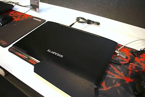 不像電競筆電的電競筆電 GIGABYTE Sabre 15 17與Sabre Pro 15