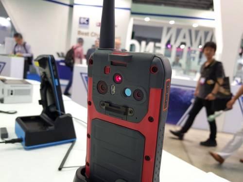 AMobile G60 結合熱顯像 無線電的工程專業手機