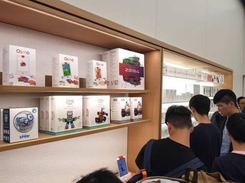 台灣首間 Apple Store 開幕直擊 歡呼聲不間斷