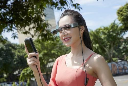 Epson 推出雙眼穿透式智慧眼鏡 Moverio BT-300 空拍飛行體驗身歷其境