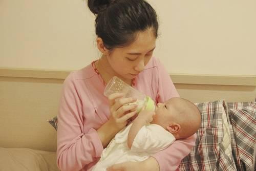 nac nac吸吮力學奶嘴奶瓶 給寶寶運動的機會~
