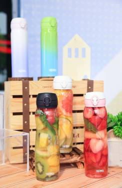 百年 THERMOS 膳魔師推出今夏最潮『酷蓋輕水瓶』任你搭!