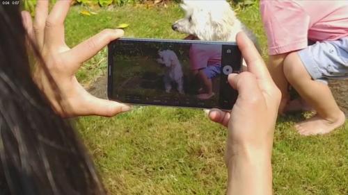 LG V30 實機動手玩影片曝光 背蓋螢幕一次看光光