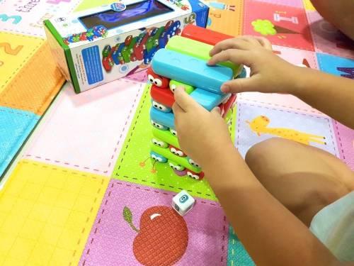 [親子桌遊] 繽紛色彩疊疊樂 充滿歡樂的益智遊戲
