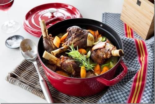 鍋具界的紅花 您烹飪時的綠葉 法國專業鍋具 Staub