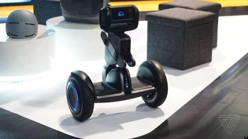居家照護還可以當作交通工具使用 Loomo 路萌機器人市售版現身 2018 CES