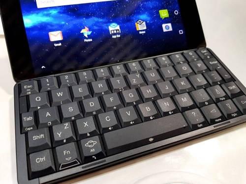 PLANET GEMINI 搭載鍵盤的折疊式手機