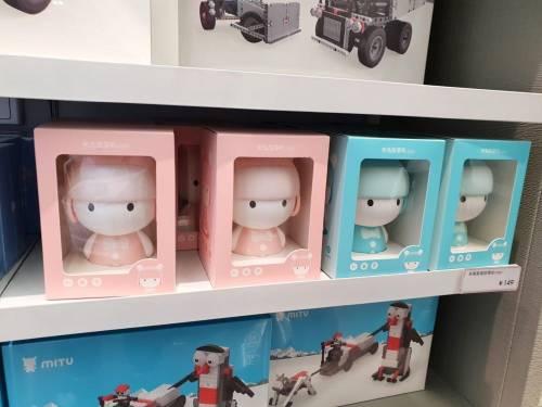 讓米粉瘋狂的深圳小米旗艦店 連智能版烏克麗麗都有!