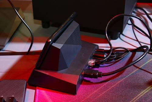 提供更好遊戲體驗 ROG Phone 與週邊配件動手玩