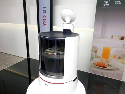 LG 機器人 CLOi 家族大集合 購物 提行李 清掃連除草都行!