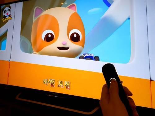 小豹 AI 翻譯棒好方便 出國可以即時翻譯,平常還能陪你練語言!