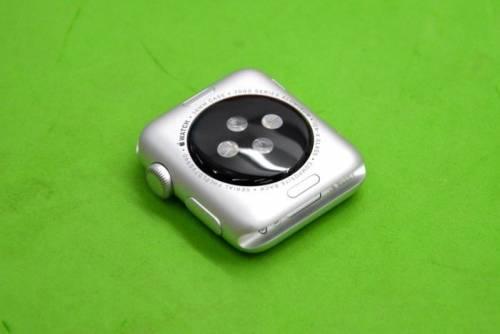 貼上 imos 為Apple Watch帶來最溫柔的保護