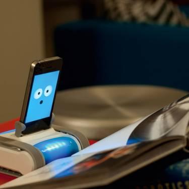 iPhone變身 ARTIFACTS首賣互動機器人Romo