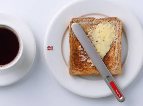 SpreadTHAT 這個奶油刀只要握著就會自動加溫