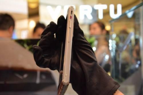 Vertu推出全新頂尖時尚Aster系列 售價NT 220 000起