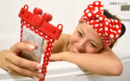 迪士尼 Disney 推出手機防水袋系列 讓你夏天萌翻全海灘