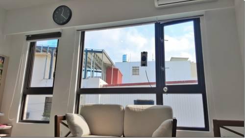 大片玻璃窗重現光明的救星 EDAS R-100 玻璃窗濕擦機器人來了