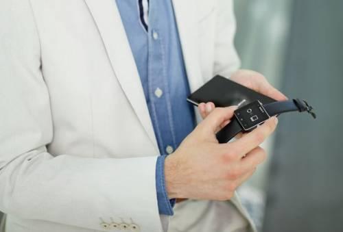 使用穿戴式裝置登機 Sony SmartWatch 2 可以