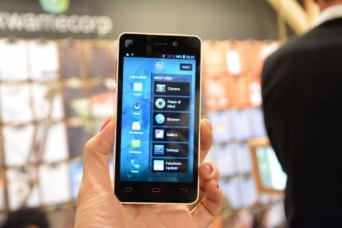 MWC展出全球第一隻公平貿易手機 FAIRPHONE