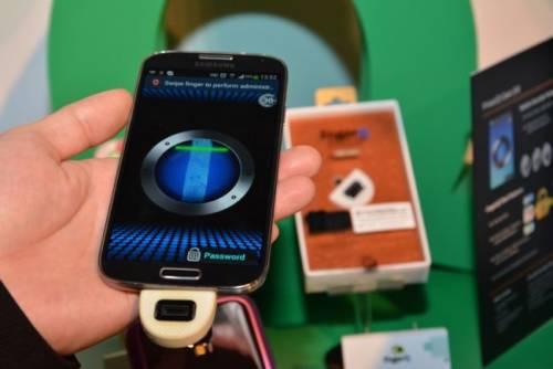 FingerQ 指紋加密手機殼 讓你保有絕對的秘密