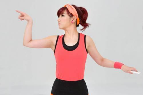 Selina挑戰LG G2金手指舞 魅力更勝鄭多燕