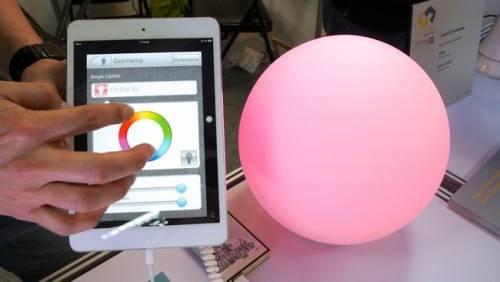 """台灣之""""光"""" 全球首創用手機就能控制的燈泡"""