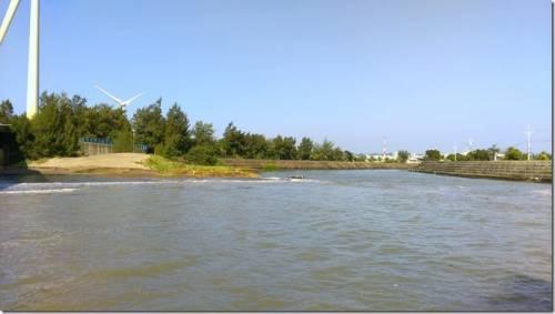 竹南龍鳳漁港 觀潮散步吃海鮮