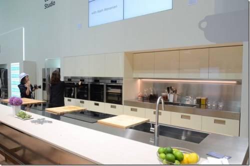 Samsung 家電大軍IFA登場 105吋可彎曲概念電視超吸睛