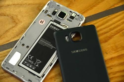 Samsung GALAXY ALPHA搶先看 美型機身 纖薄輕巧登場