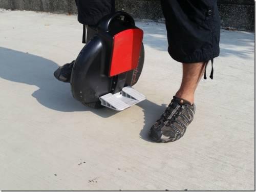直排輪?蛇板?AirWheel炫風車讓你單輪體驗飛翔