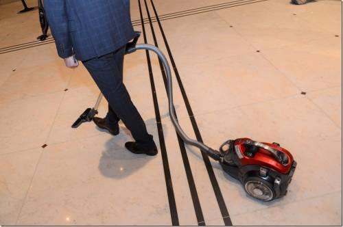 LG 全新吸塵系列產品登場 掃地機器人還能當居家守衛