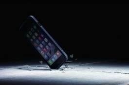 犀牛盾耐衝擊保護框 實證 7.5 公尺摔落測試 iPhone 毫髮無傷