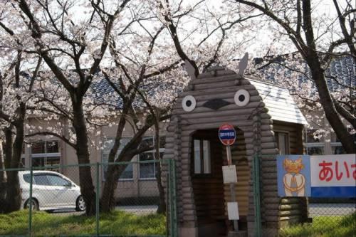 真實存在的龍貓公車站 帶你徜徉動畫中的場景