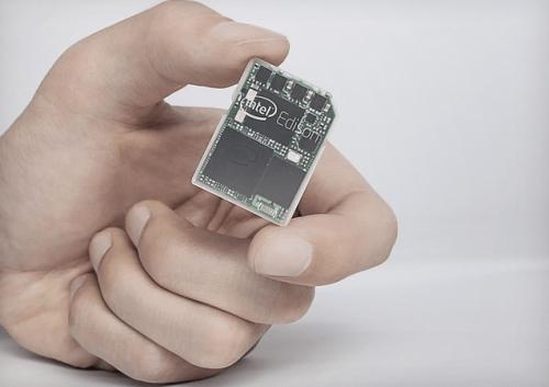 雙核心電腦有多小 Intel Edison跟SD一樣小