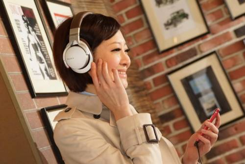 Sony 全新 MDR-1 系列耳機讓音樂與感官完美合一