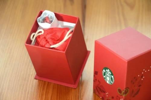 星巴克聖誕版行動電源 暖心開箱